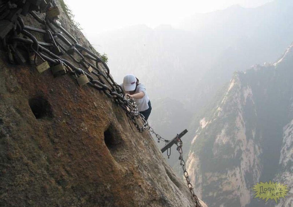 Compostel chnois : escalader la montagne pour aller au temple. Un conseil : passez en plein écran, activez le défilement automatique (en haut à gauche) après avoir choisi la temporisation entre chaque diapo et activé le son si le lecteur figure en haut à droite