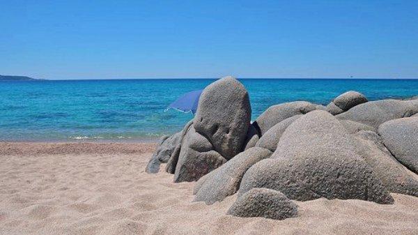 Un coin de Corse ressemblant aux Seychelles (France)